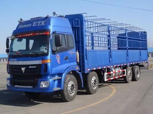 24吨高栏运输车辆,长9.6米宽2.3米。高2.4米